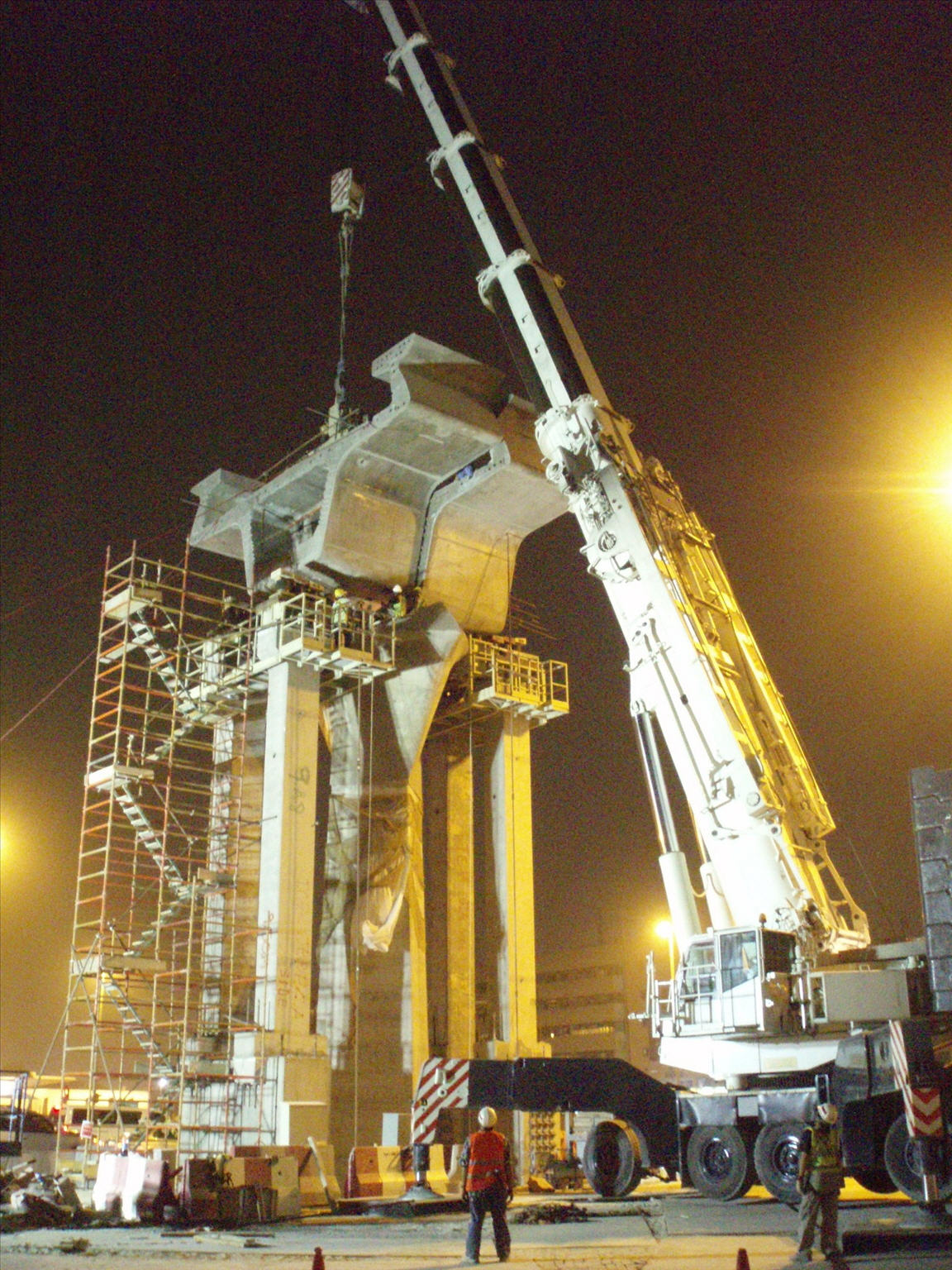 Mobile Crane Dubai : Photo album launching gantry operator